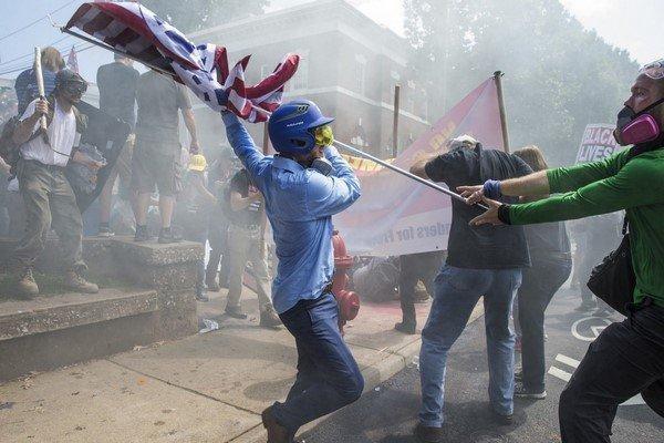 تظاهرات گسترده مخالفان افراط گرایی در شارلوتسویل آمریکا