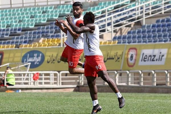 آیمن حسین کدام بازیکن را نیمکت نشین می نماید؟
