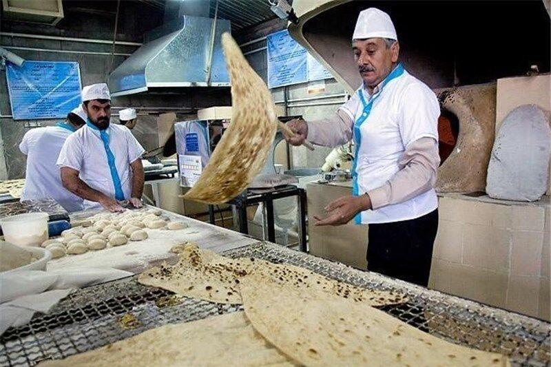 نانوایی های اردبیلی به مناسبت نیمه شعبان برای مردم رایگان نان پختند